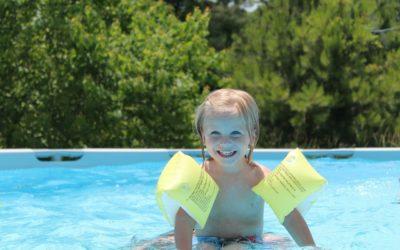 Comment sécuriser sa piscine et protéger les jeunes enfants ?